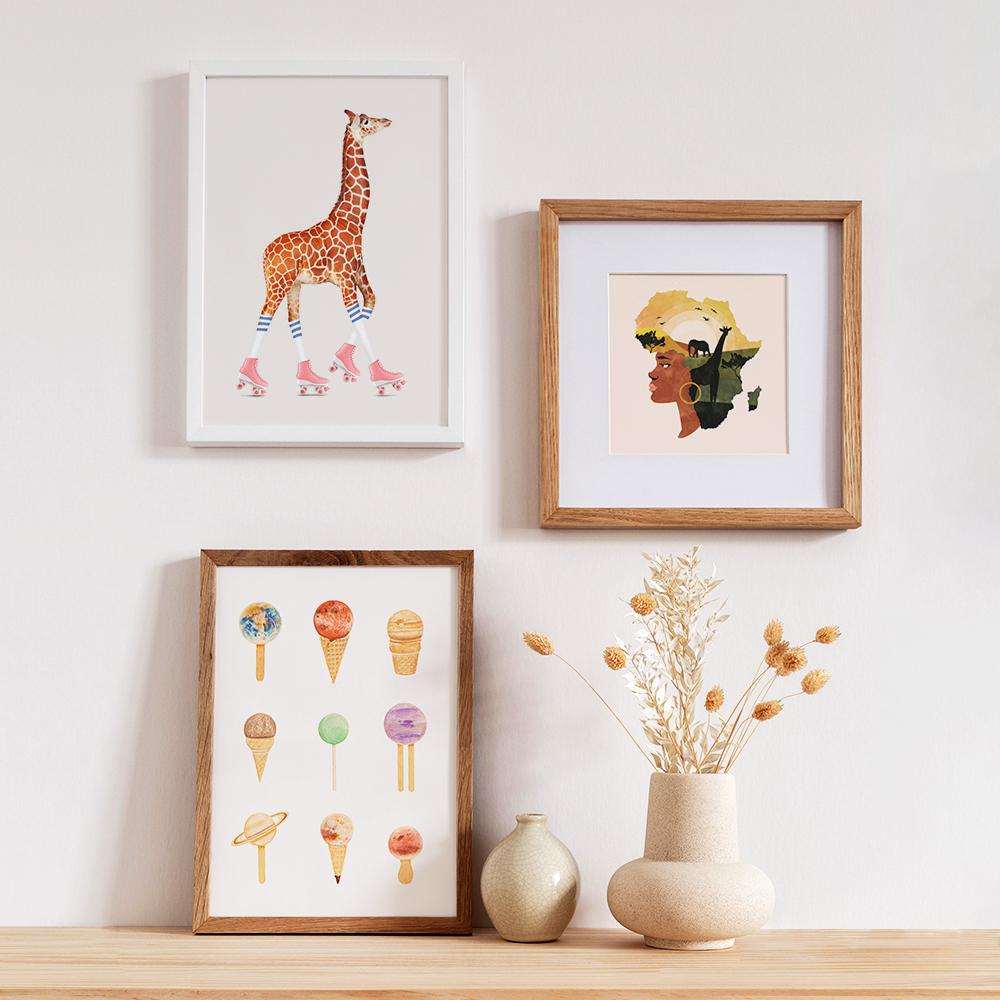 'Rollschuh Giraffe' von Jonas Loose, 'Africa Love' von Uma Gokhale und 'Planetarium Sugarium - Gelato' von Florent Bodart