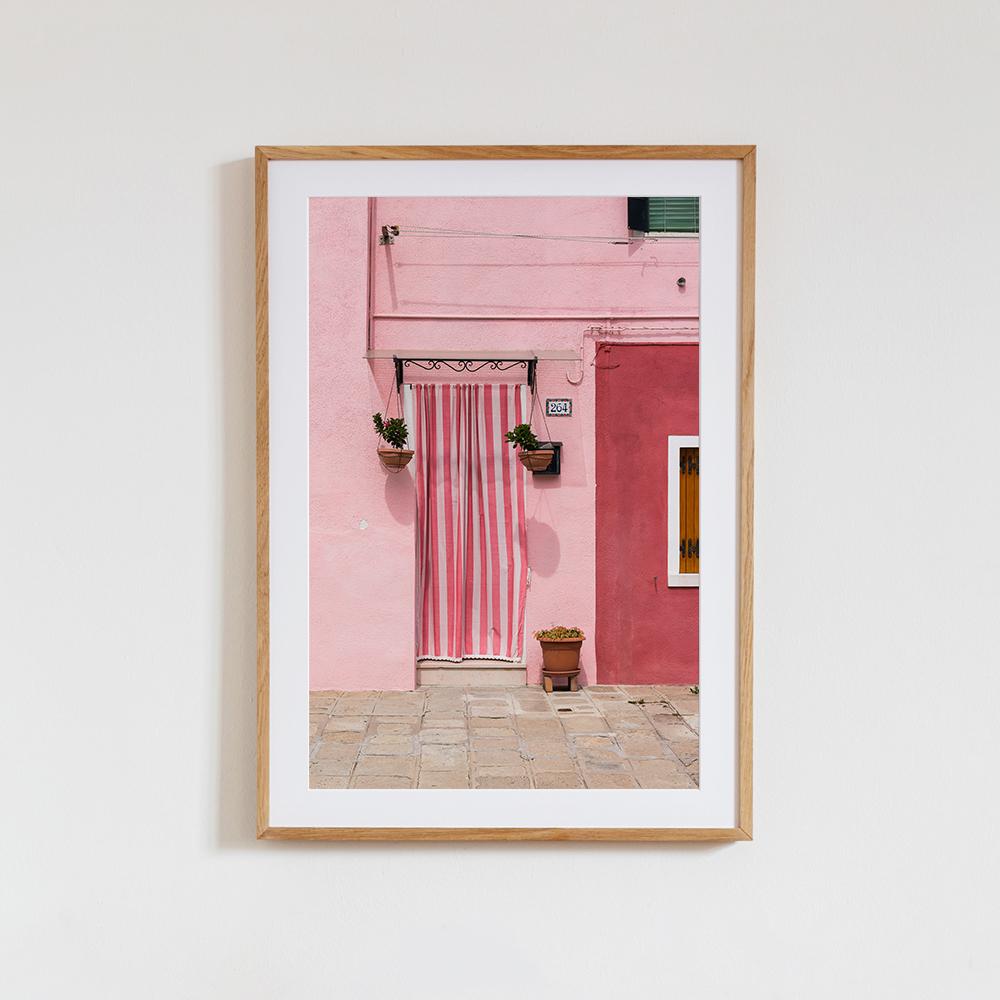Wandbil mit Holzrahmen und Passepartout 'Nummer 264' von Martin Röhr