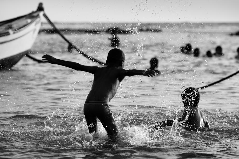 happiness and sea von Victor Bezrukov