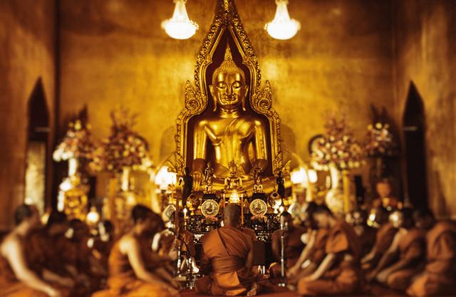 Mönche in Bangkok - Fotokunst von Victoria Knobloch
