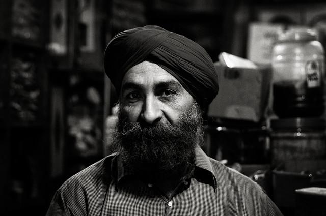 Tea Man - Fotokunst von Victoria Knobloch, Aufnahmeort:  New Delhi, Indien