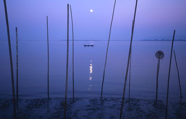 Daybreak at Thanlyin River von Martin Seeliger