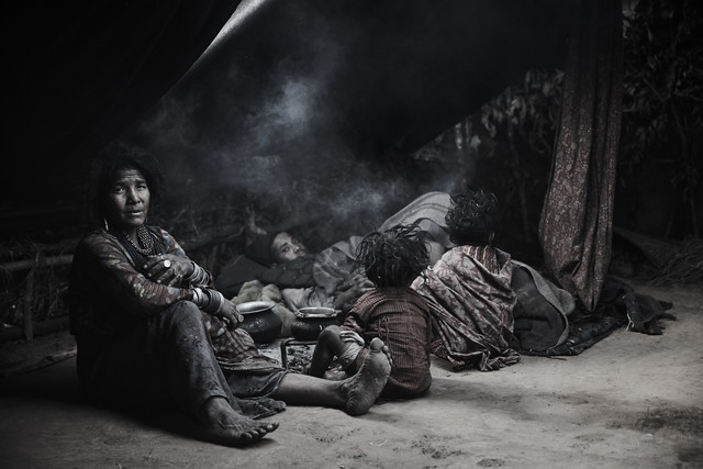 THE LAST HUNTERS-GATHERERS OF THE HIMALAYAS by Jan Møller Hansen
